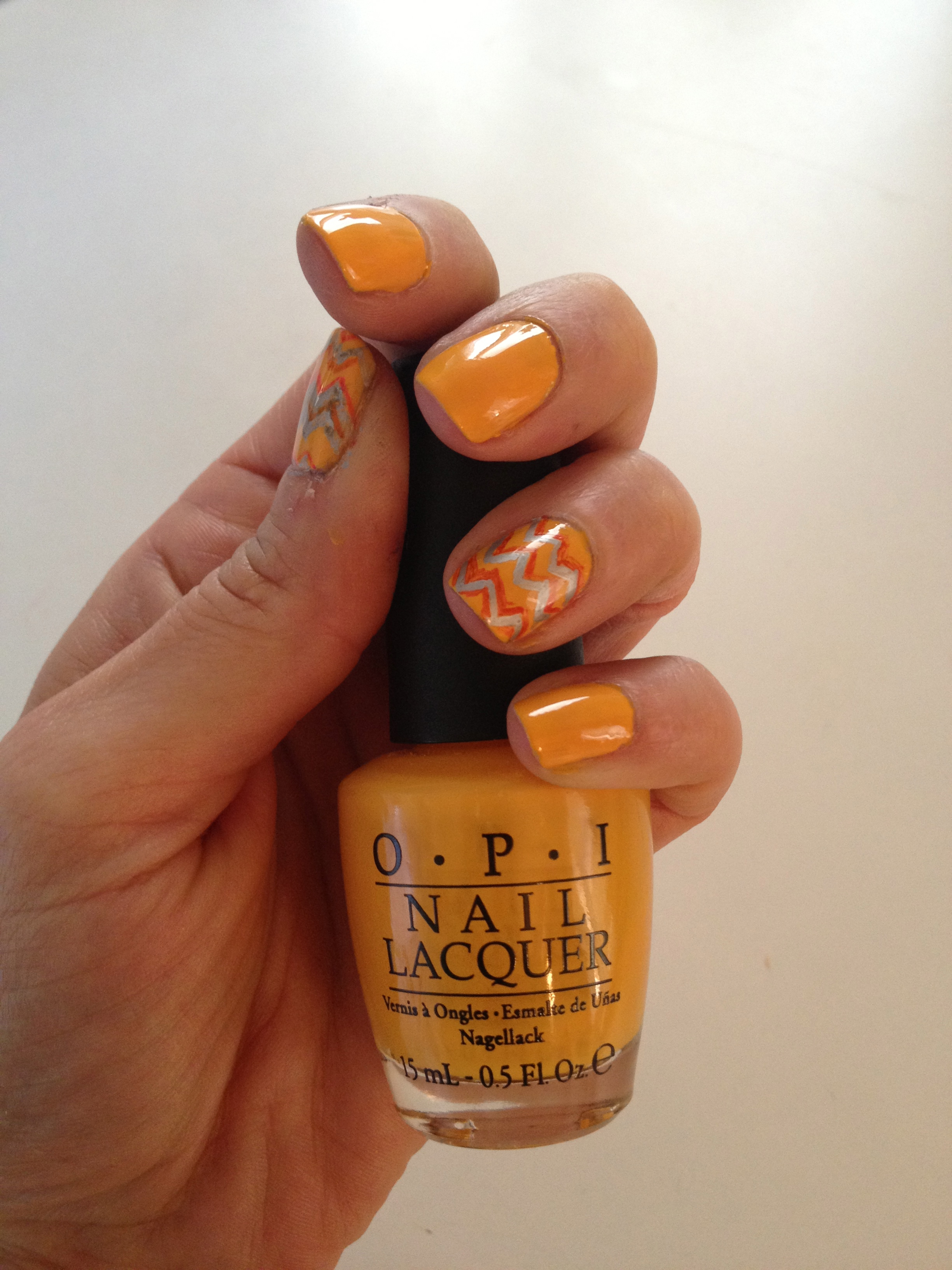 Diy chevron mustard yellow nails carla white chevron on mustard yellow solutioingenieria Gallery
